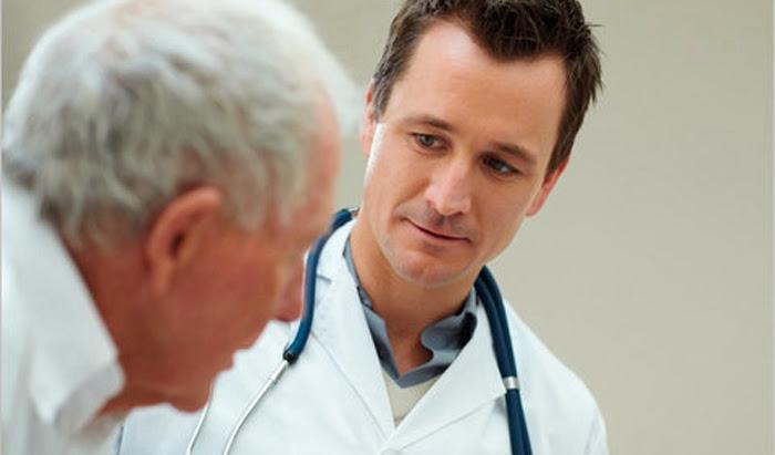 Consejos en cuidados del adulto mayor: preparando la visita al doctor
