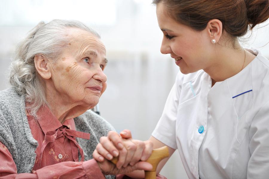 Cómo el cuidador a domicilio puede establecer una relación positiva