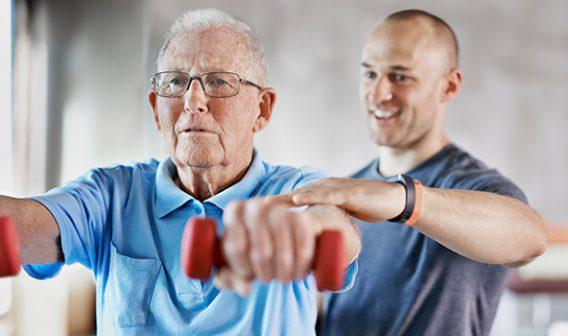 Los beneficios de la terapia física en adultos mayores