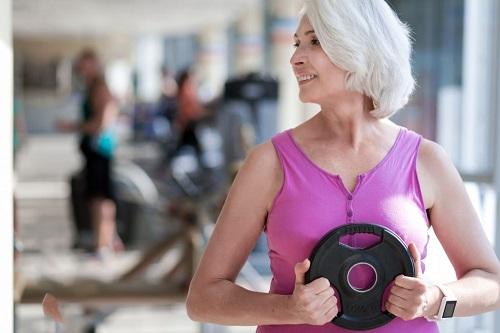 8 ejercicios fáciles y seguros para adultos mayores